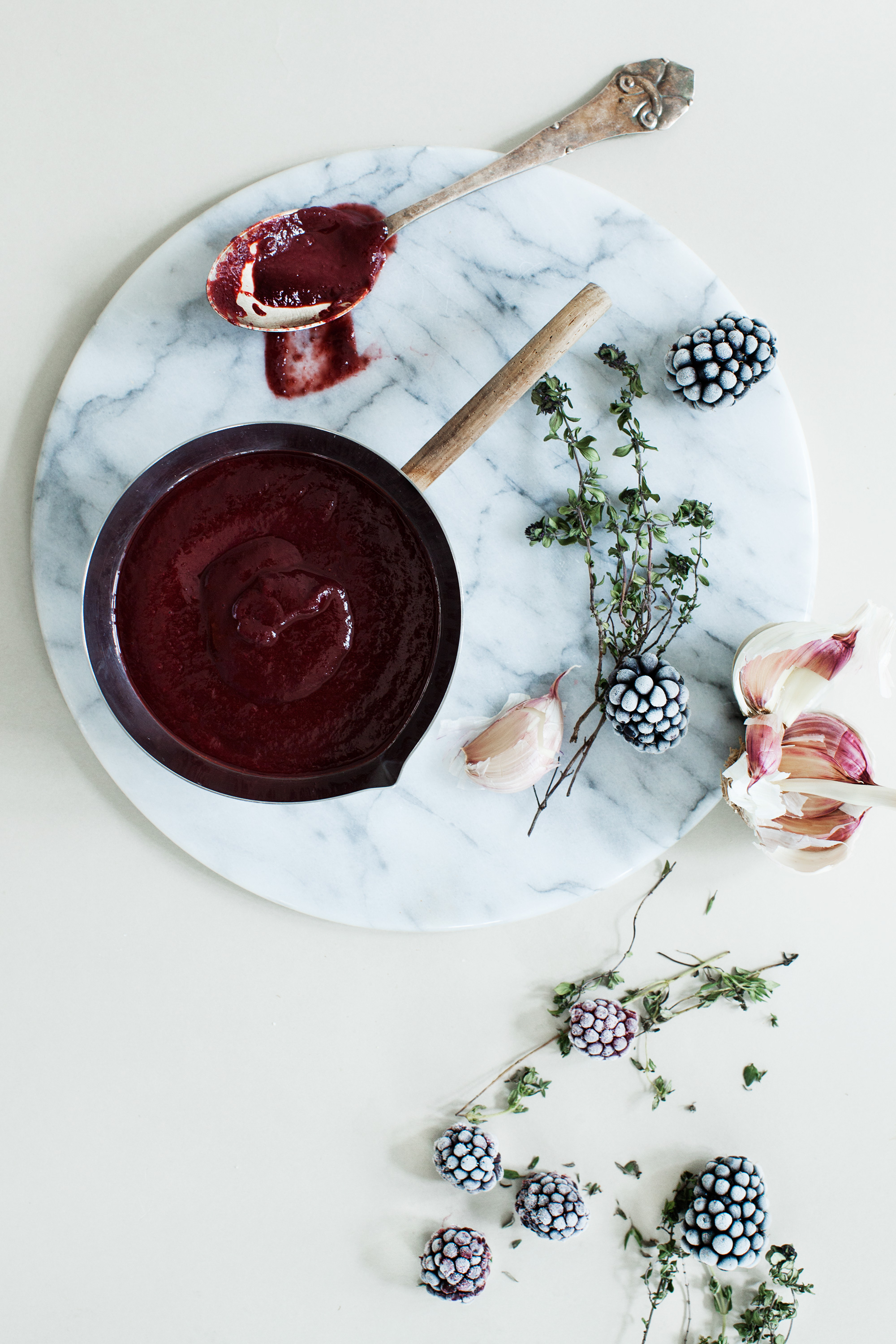 Blackberry BBQ Sauce for Spare Ribs #modernwifestyle #foodphotography