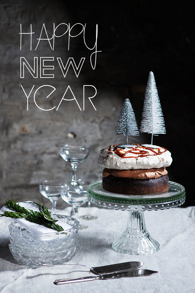 New Year Chocolate Cake Images : Dessert for New Years Eve Modern Wifestyle