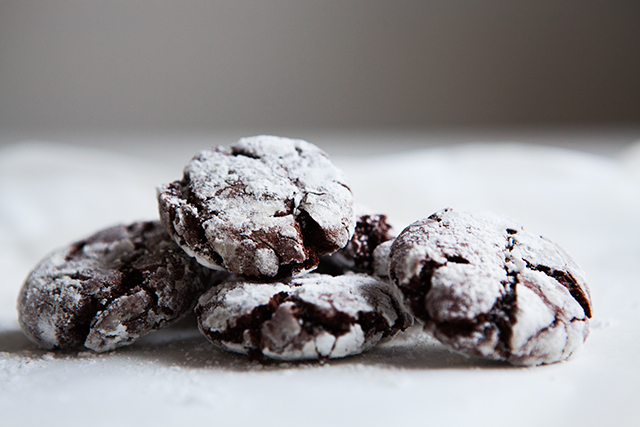 peppermint crinkle cookies, holiday recipe from Modern Wifestyle