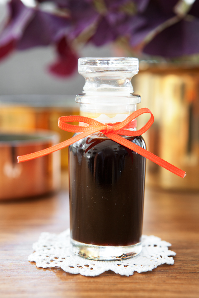 Homemade Coffee Syrup. Recipe from Modern Wifestyle